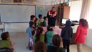 Çelikhan'da jandarma öğrencilere trafik eğitimi verdi