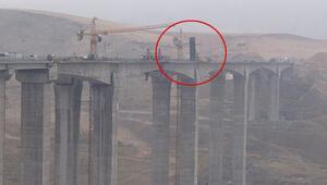 Türkiyenin en uzun köprüsünde vinç devrildi