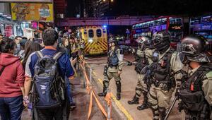 Hong Kongda binlerce gösterici yine sokaklarda