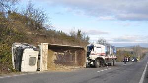 Tekirdağ'da iki kamyonun karıştığı kazada sürücüler yaralandı