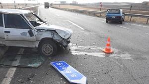 Otomobiller kavşakta çarpıştı: 2 yaralı