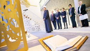 Almanya Cumhurbaşkanından cami ziyareti: Hocam bana namazı göster
