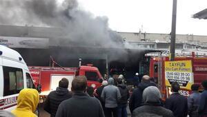 Lüleburgazda yangın...  Dumandan etkilenen 2 itfaiye eri, hastaneye kaldırıldı