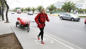 İngiltereden Nepale yürüyen 72 yaşındaki gezgin İstanbulda