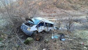 Köy minibüsü şarampole yuvarlandı: 2 ölü, 10 öğrenci yaralı