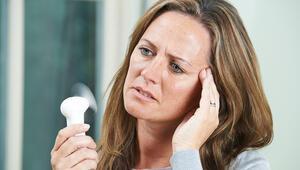 Menopoz ne demek Menopoz yaşı nedir Menopoz belirtileri nelerdir