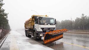 Başkent'te karla mücadele ekipleri sahada göreve başladı