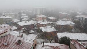 Kırşehirin ilçelerinde kar yağışı
