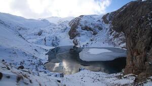 Bolkardaki buzul göllerinin kış güzelliği büyülüyor