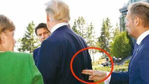 Donald Tuskın Trumpa silah doğrulttuğu fotoğraf tartışma yarattı