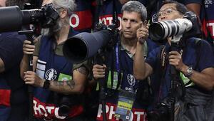 Paris'te AA foto muhabiri yaralandı