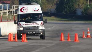 Ambulans şoförleri yarış pistinde hünerlerini sergiledi