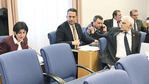 Ankara fısıltıları... Meclis'te yeni moda: Canlı cep yayını