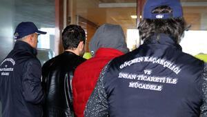 Edirnede FETÖ şüphelilerini yurt dışına kaçıran 3 zanlı tutuklandı