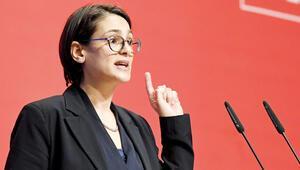 Almanya'da Türk kadın siyasetçinin yükselişi: Köklü partinin lider kadrosunda