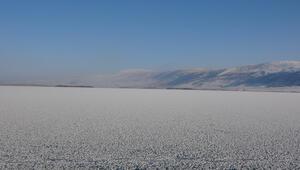 Ardahan'da Aktaş Gölü dondu