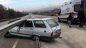 Otomobil bariyere çarptı: 1 yaralı