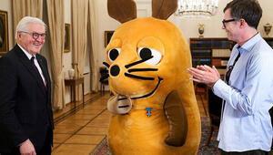 Almanya Cumhurbaşkanı Steinmeierden fareye liyakat nişanı