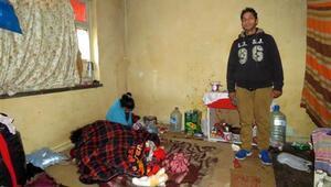 2 kişilik aile, yıkılmak üzere olan evde yaşıyor
