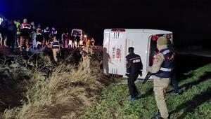 Son dakika haberi... Yolcu otobüsü devrildi: Çok sayıda yaralı var