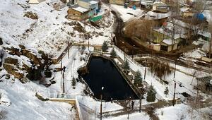 Bu gölün gizemi çözülemiyor Ölen balıklar özel mezarlıklara defnediliyor...