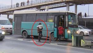 D-100de otobüs çilesi Canlarını tehlikeye atıyorlar...