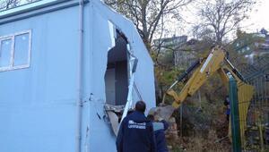 İnternetten 360 bin TLye satışa çıkarılan ruhsatsız ev yıkıldı