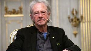 Akademisyen ve gazeteciler Nobel Edebiyat Ödülünün Handkeden geri alınmasını istedi