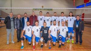 Karacabey Belediyespor Voleybol Takımı şampiyonluk yolunda