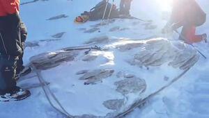 Son dakika haberi... Uludağda 2 dağcı aranıyor Dere içinde baton bulundu