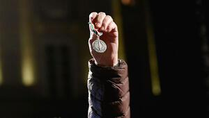 Handkeye tepki için Nobel ödülünü iade ediyor