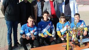 Model uçak şampiyonu öğrencilere Alaşehir Ticaret Odasından destek geldi