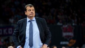 Ergin Ataman: Kararlı, sakin ve takım oyunu oynayarak...