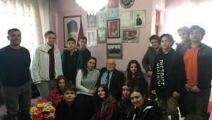 Öğrencilerden şehit babasına anlamlı ziyaret