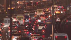 Son dakika haberi... İstanbul'da yağış trafiği olumsuz etkiledi