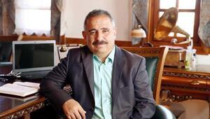 Sinan Burhan'dan 'Erdoğan Ak'lı ve siyasi Notlar' kitabı