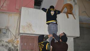 Adanada 52 firarinin yakalanması için şafak operasyonu