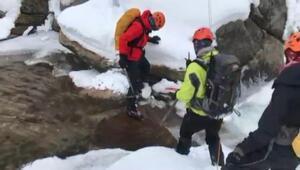 Uludağda kaybolan dağcılara uçurum ve vadi kenarlarında zorlu arama