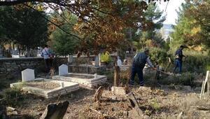 Büyükşehir mezarlıkların eksiklerini gideriyor
