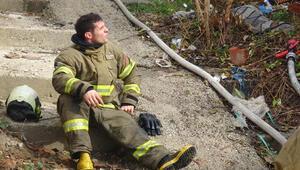 Yangına müdahale eden itfaiye eri dumandan etkilendi