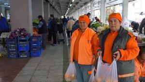 Cadde ve sokaklardaki ağaçlardan toplanan turunçlar halka dağıtıldı