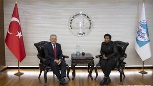 Ugandalı bakan, Başkan Büyükkılıç'ı ziyaret etti