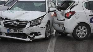 Sürücü adayının kullandığı otomobile arkadan çarptı