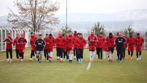 Sivassporda gözler F.Bahçe maçına çevrildi 4 isim kart sınırında...