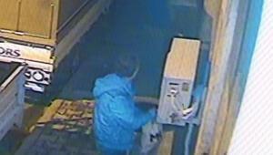 Kağıthane'de klima ünitesi çalmaya çalışan hırsız kamerada