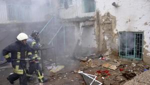 Kerpiç evin deposundaki yangın söndürüldü