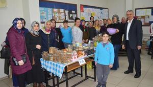 Yerli Malları Haftasında ihtiyaç sahibi öğrencilere yardım topladılar