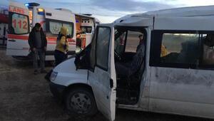 Tarım işçilerini taşıyan minibüs devrildi: 8 yaralı