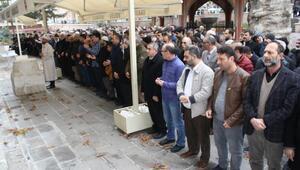 Doğu Türkistandaki Müslümanlar için gıyabi cenaze namazı