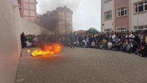 Öğrencilerle birlikte yangın tatbikatı yapıldı